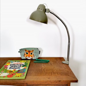 Lampe d'atelier en métal gris 1