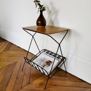 Petite table d'appoint en métal noir