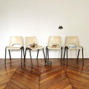 Petites chaises plastiques