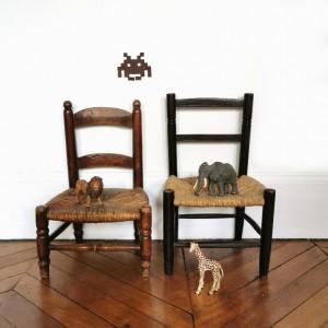 Ensemble de petites chaises paillées