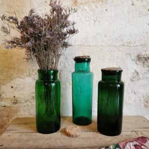 Flacons de pharmacie anciens verts
