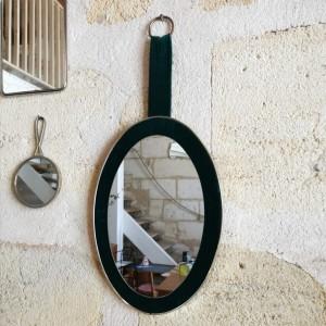 Miroir ovale en velours grosse côtes vertes
