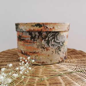 Boite ancienne motif fleuri