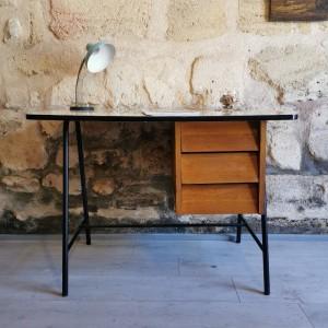 Bureau ancien en métal, bois et formica