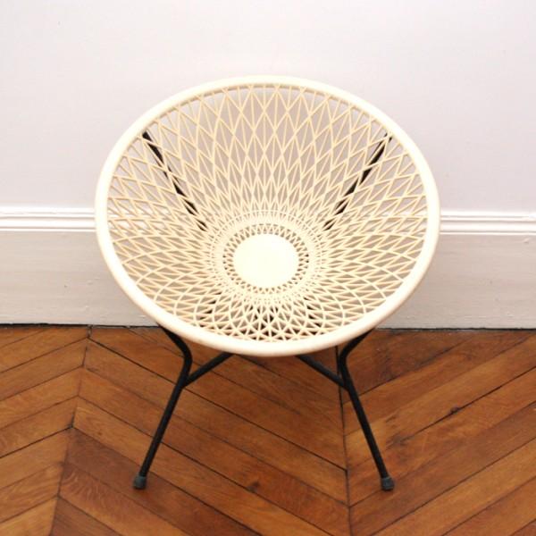 Petit fauteuil en plastique blanc cass chahut bahut - Petit fauteuil blanc ...