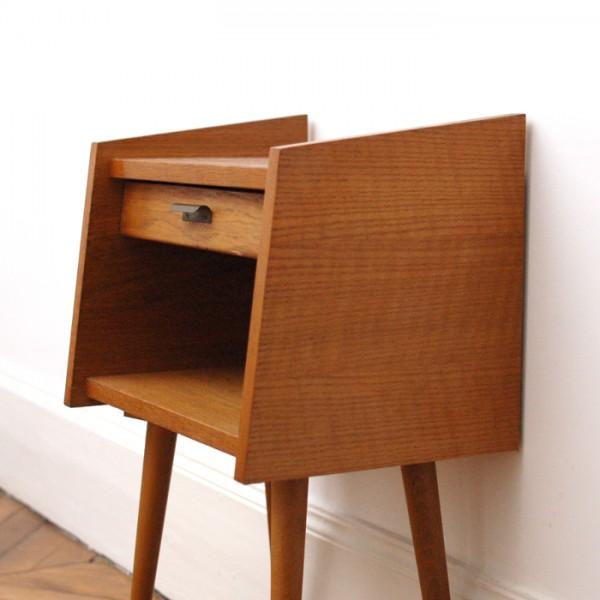petit chevet pieds compas. Black Bedroom Furniture Sets. Home Design Ideas