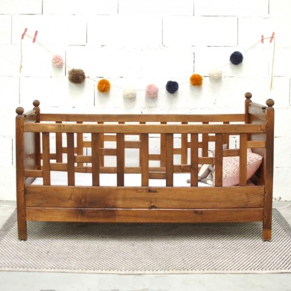 lit b b ancien. Black Bedroom Furniture Sets. Home Design Ideas