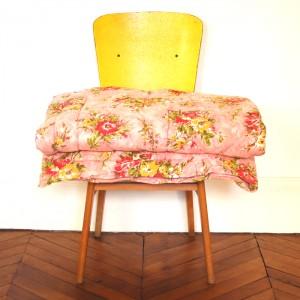 Couvre-lit fleuri ancien