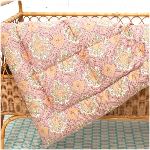 edredon ancien motif cachemire. Black Bedroom Furniture Sets. Home Design Ideas