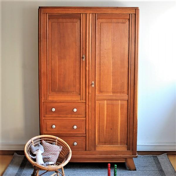armoire vintage avec penderie tag res et tiroirs. Black Bedroom Furniture Sets. Home Design Ideas