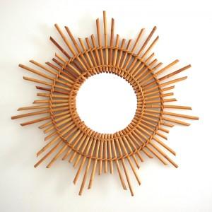 Grand miroir soleil en rotin 1