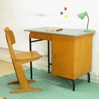 Bureau d'écolier et chaise Casala