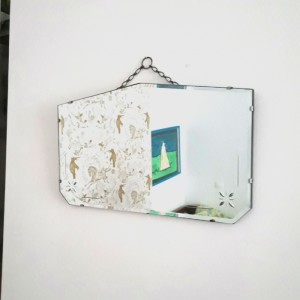 Ancien miroir rectangulaire biseauté et gravé 1