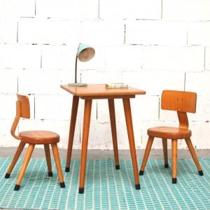 Bureau 50' et ses 2 petites chaises 1