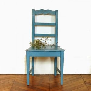 Chaise patinée bleue 1