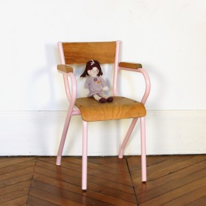 Chaise d'école vintage rose Angie