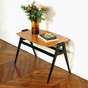 Table basse en bois laqué noir 1