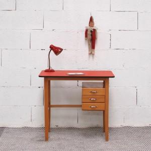 Bureau ancien rouge