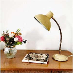 Lampe en métal crème ancienne 1