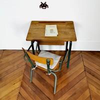 Ensemble bureau et chaise d'école vintage