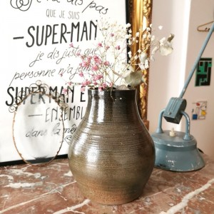 Vase en grès ancien