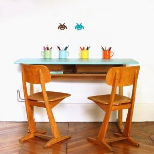Pupitre Ama et ses deux chaises